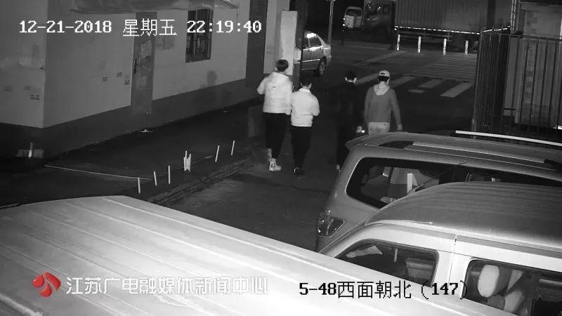 《发型立功了!4男子深夜抢劫,因一人发型太高调被