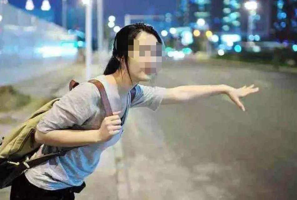 女学生被猥琐出租车司机摸大腿,她的做法被警方点赞!