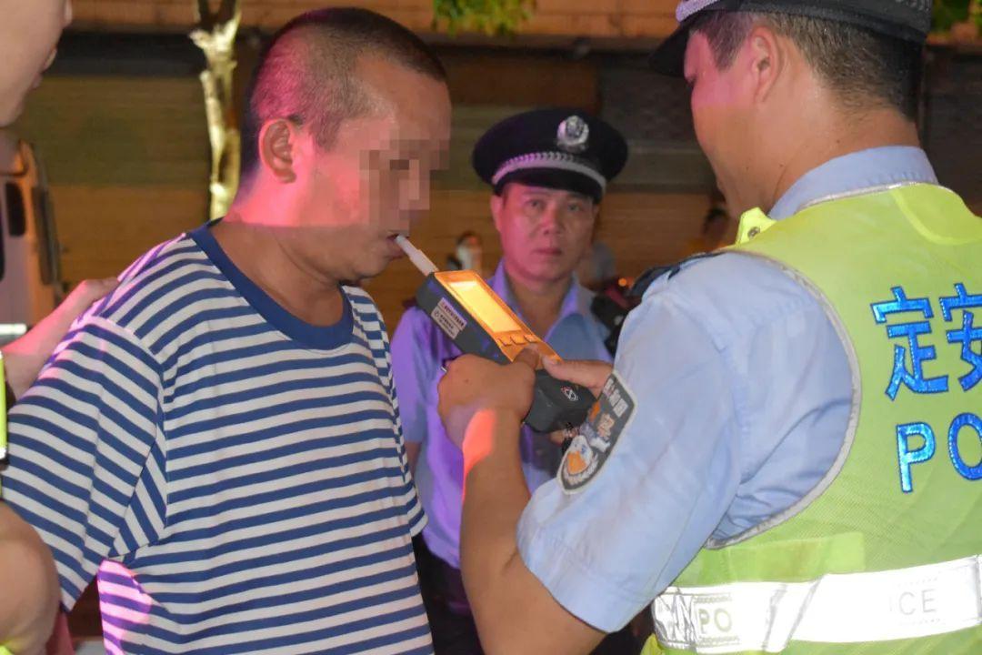 """机关人员醉驾被警察拦下,掏出工作证说:""""都是自己人照顾下"""",结果......."""