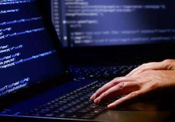 【安全圈】一人控制67台电脑,黑吃黑薅走博彩网256万元!阿里安全协助警方抓捕!